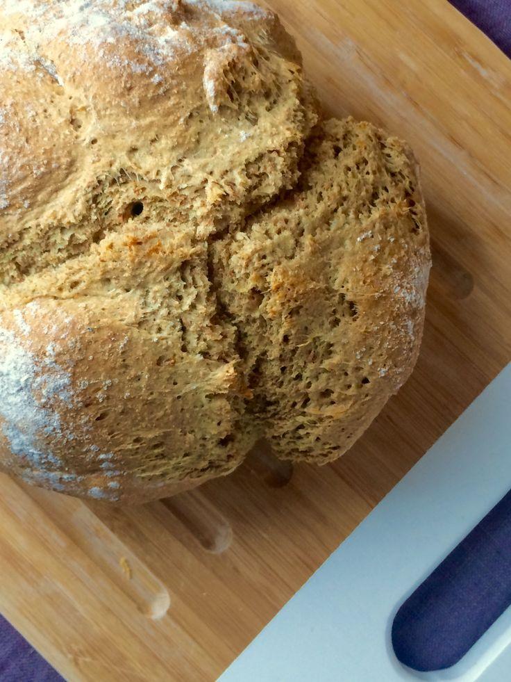 La ricetta del tradizionale Irish Soda Bread, per preparare in meno di un'ora un'ottima pagnotta fragrante senza lievito di birra.