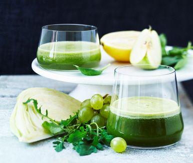 Kombinera vitamin-och mineralrik spenat med äpple och fänkål för en god grön juice!
