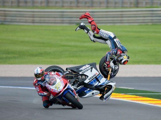 Moto Gp crash | moto gp accident wallpaper | Cars, Bikes, Stuff with wheels. | Pinterest ...