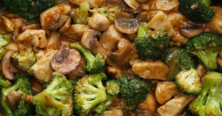 Vă prezentăm o rețetă de pui absolut delicios. Broccoli este recomandat tuturor persoanelor ce sunt la dietă, deoarece în 100 g se conțin doar 30 de kcal. Acesta este bogat în fibre, ce îmbunătățesc metabolismul și digestia, iar vitamineleK, A, E și acizii grași omega-3 ne asigură sănătatea părului și a pielii. Puiul asortat cu …