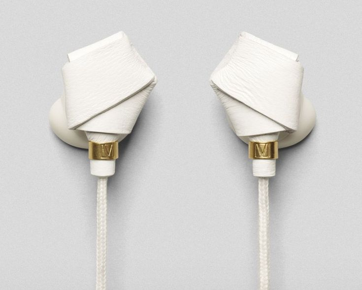 Molami Bight Knotted Earbuds / The Molami Bight Knotted Earbuds with elegant nappa leather knots are sleek and stylish, functional and fashionable, compact and innovative, and… a lot more things. http://thegadgetflow.com/portfolio/molami-bight-knotted-earbuds/