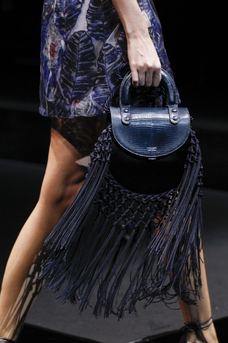 See detail photos for Giorgio Armani Spring 2017 Ready-to-Wear collection.