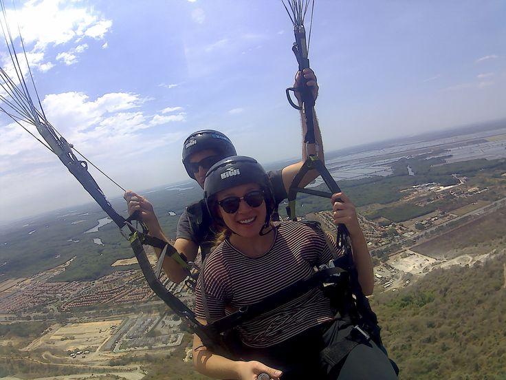 Disfruta del vuelo en parapente sobre la ciudad de Guayaquil en el cerro de Bototillo en compañía de tus amigos. #VueloParapenteGuayaquil #ParapenteEcuador