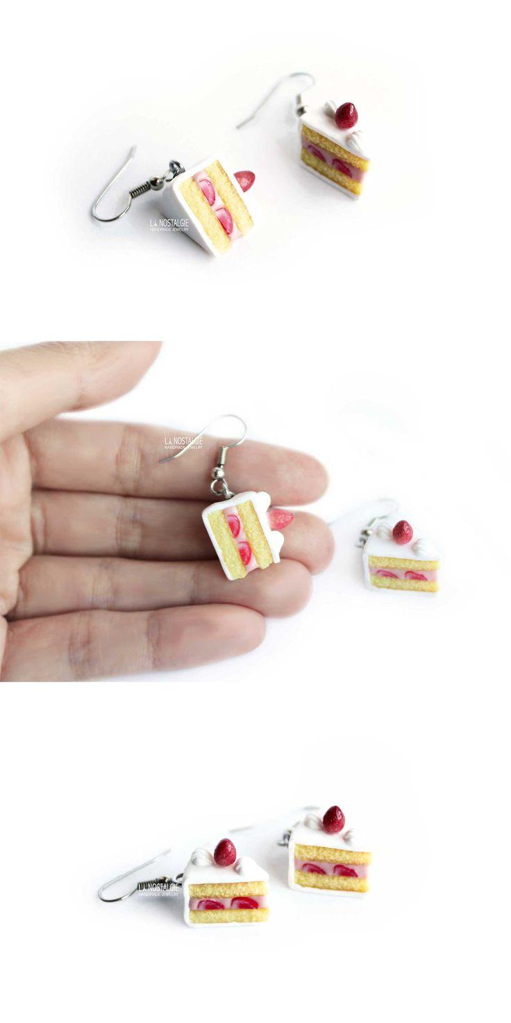 Strawberry shortcake earrings / realistic mini cakes / triangle jewelry / boucles d'oreilles gateau / fraisier / LA NOSTALGIE #StrawberryCakes #TriangleEarrings #SimpleEarrings