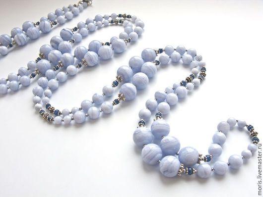 Голубые бусы из серебра агатов и сапфиров. Длинные бусы полностью выполнены из серебра и природных голубых сапфиринов, 12 мм, 8 мм, 5 мм, отличного качества, с добавлением граненых голубых сапфиров.