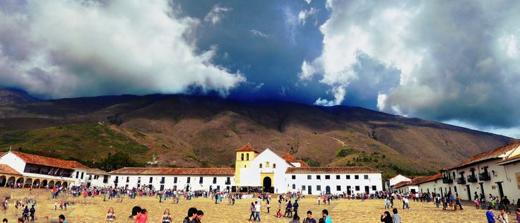illa de Leyva Town in Colombia Villa de Leyva is a colonial town and municipality, in the Boyacá department of Colombia, part of the subregion of the Ricaurte Province. The town is located some 40 km west of Tunja and has a population of about 9,600 people.