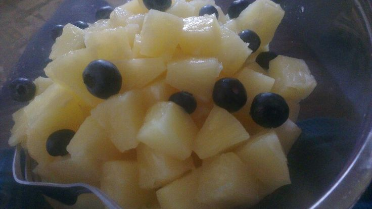 1000kcal of tinned pineapple with fresh blueberries