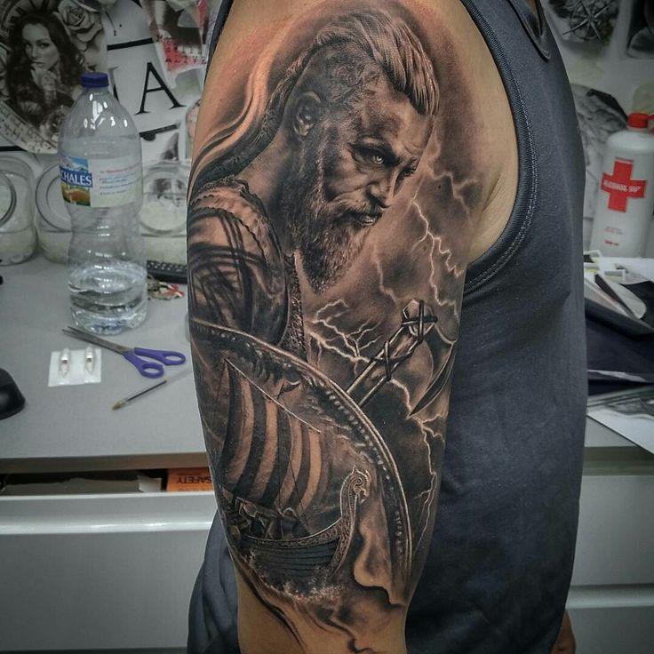 Tattoo done by: Carles Bonafe #ragnar #ragnartattoo #viking #vikings Bambamsi.com
