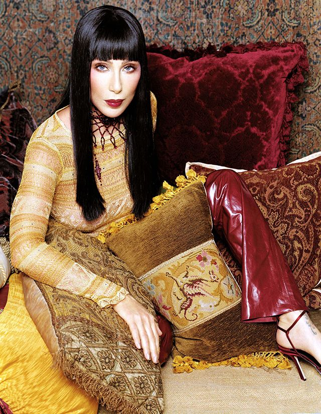 """I Got You Babe - Cher. 70 évvel ezelőtt Cherylin Sarkisian néven született a """"popzene istennője"""", aki minden idők egyik legsikeresebb énekesnője lett. Nyolcszor jelölték Grammy-díjra, 2003-ban el is nyerte. Színésznőként is bizonyított, három Golden Globe és egy Oscar-díj tulajdonosa."""