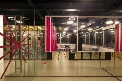Archipiélago fue fundado el 13 de febrero de 2013 por Lorenzo Álvarez y Bernardo Fernández Álvarez con la idea de crear un centro de negocios en uno de los pisos de la emblemática Torre Latinoamericana en el corazón de la Ciudad de México.
