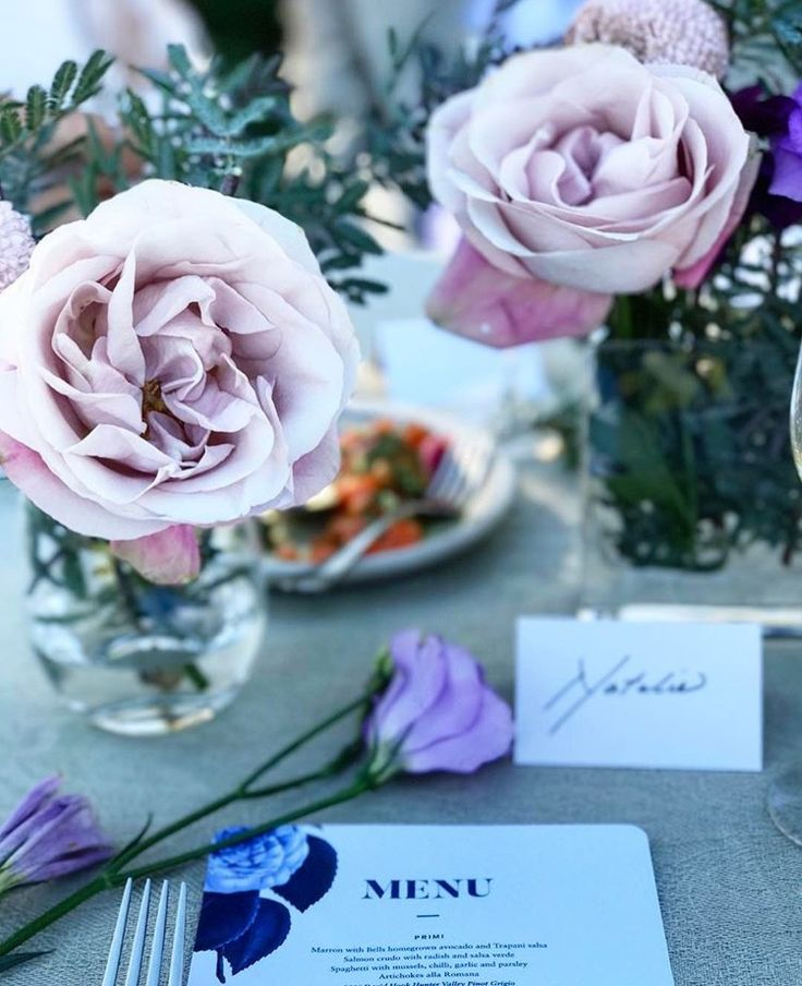 Place setting #calligraphy #roses #country #elegant #busatti #garden #party #pastel #neutral PC: @eatreadlover