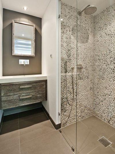 Wie droomt er nou niet van een nieuwe badkamer? Ik dus wel! Onze badkamer is prima, maar niet foto waardig. Hij zat al in het huis wat wij 2 jaar geleden kochten. Prima, dat is het goede woord. We hebben nu een bad, maar ik zou liever een hele grote douche willen.
