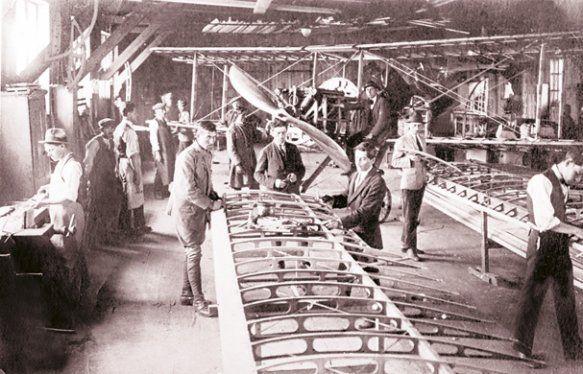zburator5 - La 10 ianuarie 1923, Ministerul de Război comandă 25 de avioane PROTO-1, fabricate la Astra din Arad, pentru dotarea şcolii de Pilotaj de la Tecuci. Foto: Arhivele Statului, Fondul Lipovan