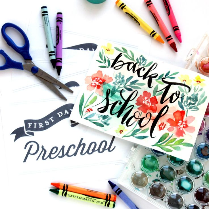 Free printable signs, sized 8.5 x 11 for the first day of school— from pre-school to 12th grade. | www.nataliemalan.com
