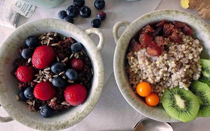 Warmes Frühstück: Buchweizengrütze und Quinoa-Pudding