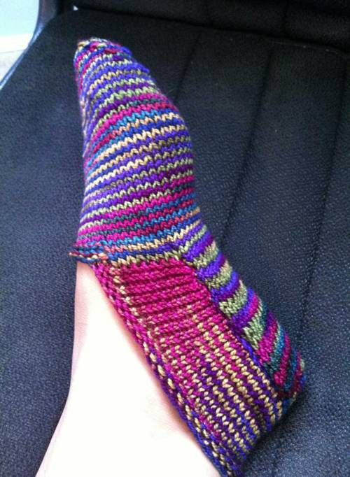 71 best images about knit socks on Pinterest Free pattern, Yarns and Bed socks