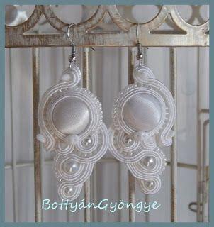 Fehér aszimmetrikus sujtás fülbevaló - tekert - White soutache asymmetrical earrings - wrapped