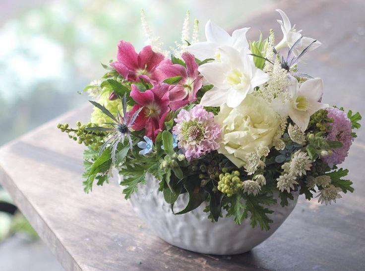 こんばんは◎ お供え用としてお贈りしたアレンジメントです。 亡くなった方がお洒落な方だったので、お花もお洒落にして欲しいというご気持ちを受けて制作しています。  #花匠 #山本生花店 #花 #花のある暮らし #花のある生活 #花屋 #フラワーアレンジメント #福岡 #北九州 #小倉 #flower #flowers #flowerslovers #flowerpower #flowershop #flowerarrangement #kitakyupics