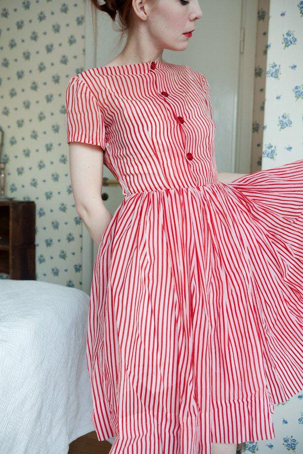 robe Bonbon rayé des années 1950 par FlowersOfTheMeadow sur Etsy