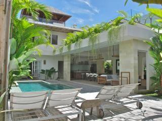 Pantai Indah Villas - 2 bedroom villa by the Beach, Canggu