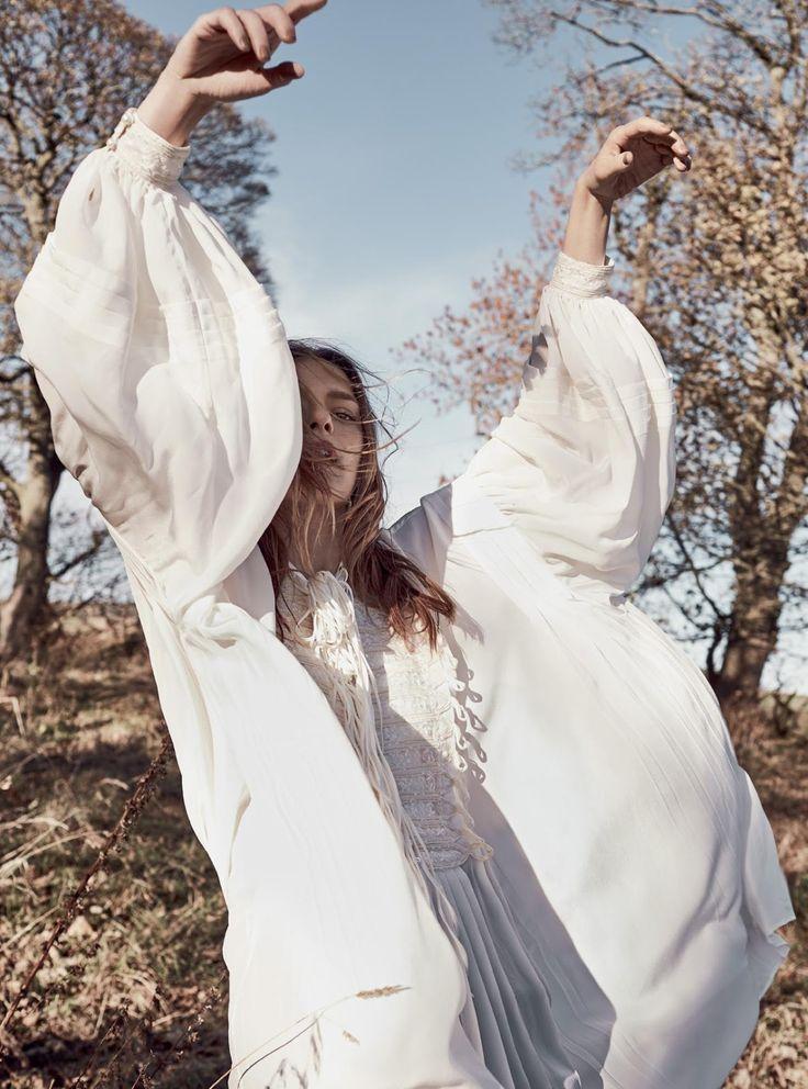 Smile: Elise Combez in Harper's Bazaar April 2017 by Agata Pospieszynska