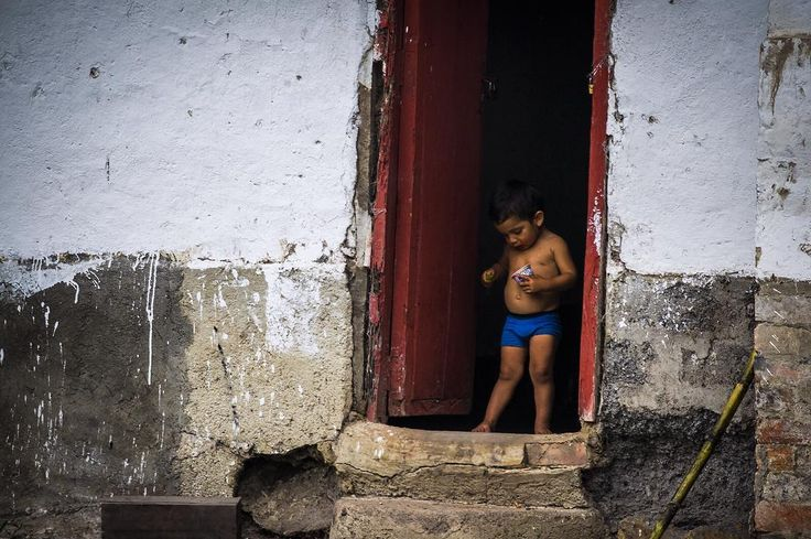 La Virgen de Quipile, Colombia Ph: Daniela Rojas Vizcaíno @nani_rouge / Tejiendo Memoria  En La Virgen, hay trapiches abandonados por doquier, algunos de éstos son muy antiguos, los operarios dejaron de trabajar allí debido al conflicto y muchos se fueron del pueblo.  Ahora algunos de éstos trapiches abandonados son los nuevos hogares de familias que simplemente se apropiaron del terreno y viven allí; lugares donde sus niños pueden crecer y estar tranquilos... #lavirgendequipile…