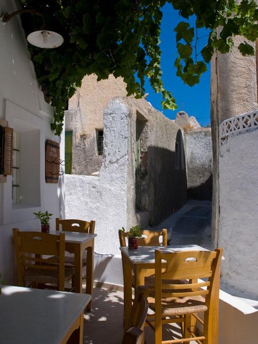 Small cafe in Emporio, Santorini