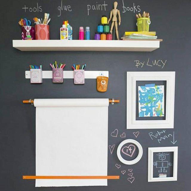 Sie können eine Wand in Ihrem Zuhause mit einer Tafelfarbe gestalten