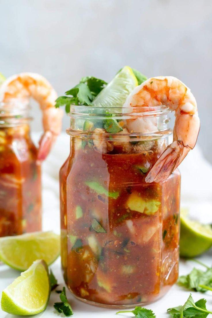 Mexican Shrimp Cocktail ist mehr als nur eine Vorspeise. Mit fleischigen Garnelen, Sahne …