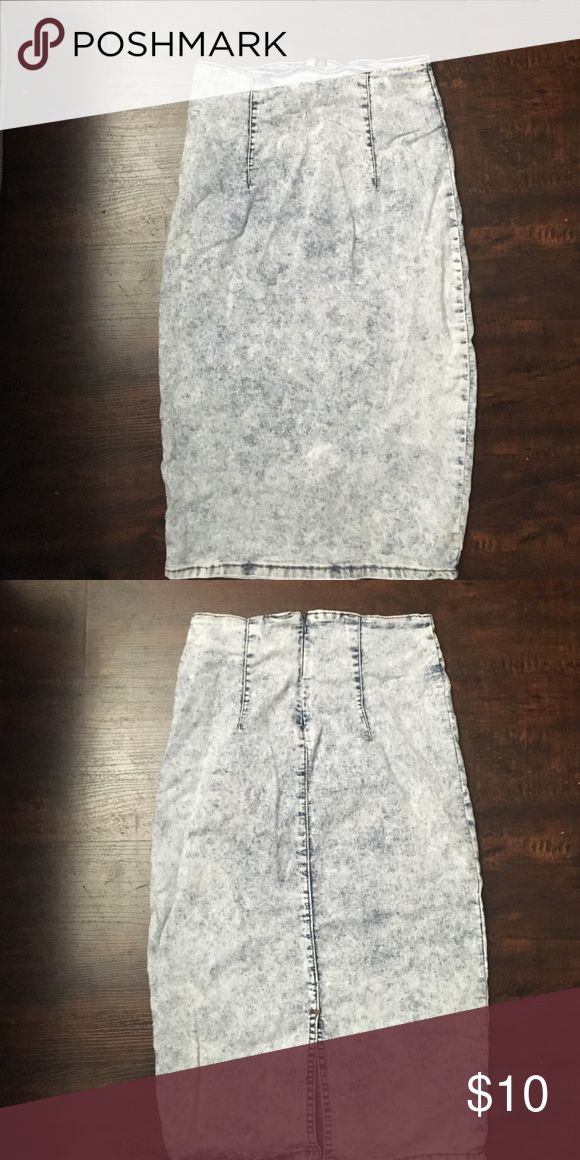 Acid wash stretch jean skirt Acid was stretch jean skirt. Fabric is oft and stretchy with a zip back. Thank you for looking. Please remember that NO REASONABLE offer is refused. Happy Poshing ❤️😘🎉😍 Skirts Pencil