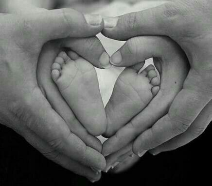 I want to take a pic like this with my future husband and 1st baby :)