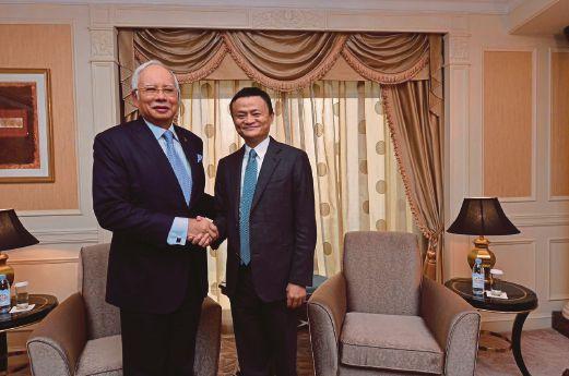 Jack Ma Memuji Kepantasan Malaysia Dalam Melaksanakan Projek Digital  Lelaki terkaya di Asia ialah Jack Ma yang mengasaskan empayar Ali Baba. Tahun ini beliau bekerjasama dengan kerajaan Malaysia untuk membangunkan projek zon bebas perdagangan digital. Dengan projek ini ia memberikan peluang kepada rakyat untuk mencuba bidang e-dagang yang semakin berkembang maju.  Di dalam temubual bersama The Nation hartawan ini memuji kepantasan Malaysia melaksanakan projek-projek digital. Sebagai contoh…