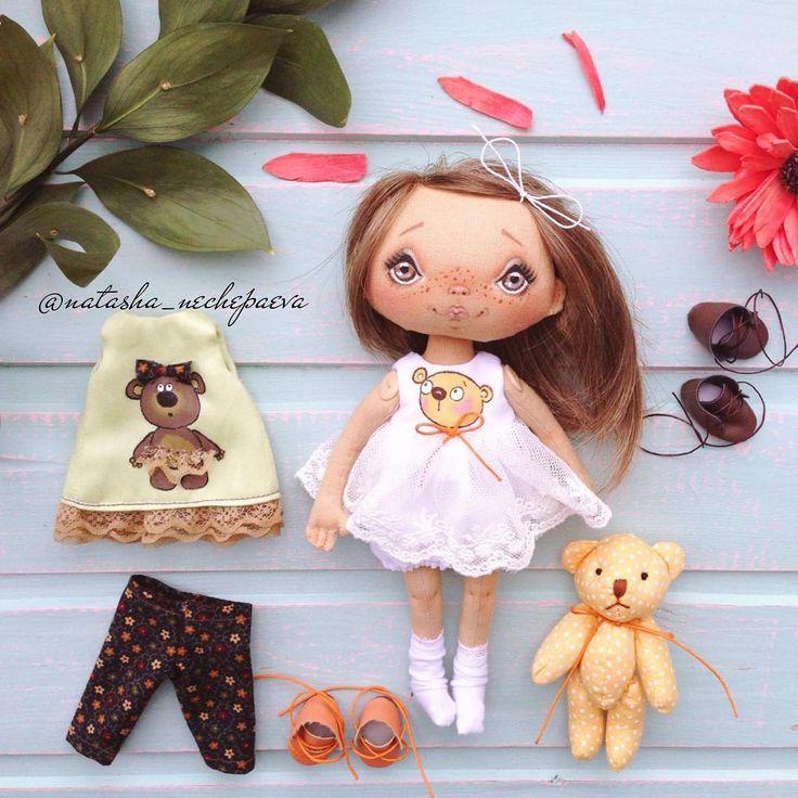 Немного мишкотерапии в понедельниковую ленту. Малышка будет продаваться 2 апреля (суббота) в 12:00 по Москве, с указанием цены и описанием. А пока хорошего настроения и ждём изменений в ИГ. Надеюсь, не потеряемся ❤️❤️❤️!!! #куклынечепаевойнаташи#текстильнаякукла#авторскаякукла#интерьернаякукла#коллекционнаякукла#куклаизткани#куклавподарок#кукласвоимируками#ручнаяработа#подарок#екатеринбург#doll#dolls#artdoll#dollartistry#instadoll#artdoll#art#идеяподарка#present#puppet#handmadedoll#кукла#...
