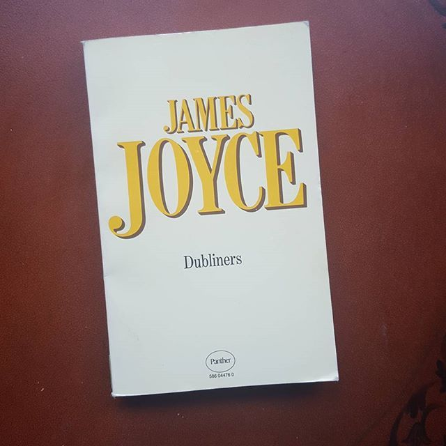 Check out this copy of Dubliners by James Joyce, published in 1977. Only $6 CAD plus shipping. Have you read anything by #jamesjoyce? Let us know!  Visit us at http://www.theclearlyilliteratebookshop.tictail.com #dubliners #dublin #ireland (link in bio for IG)