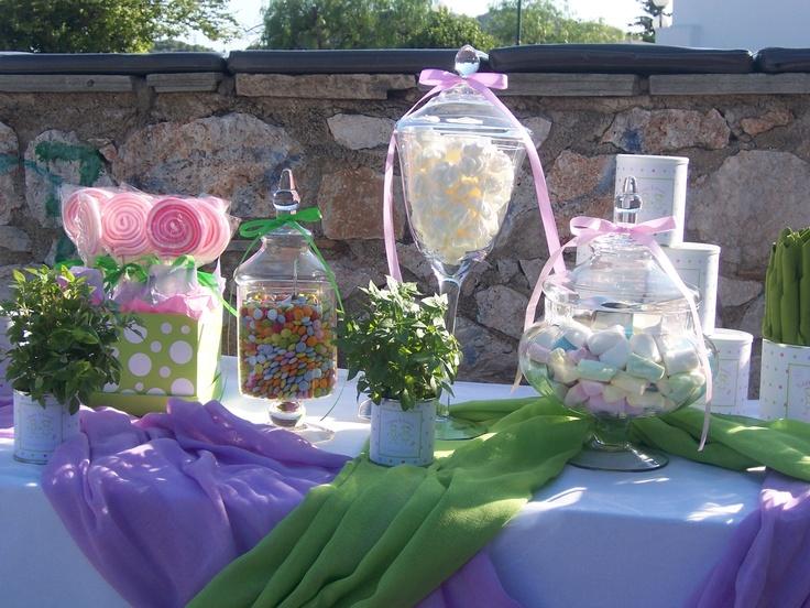 Τραπέζι ευχών για βάπτιση σε λιλά και λαχανί χρώμα για δίδυμα