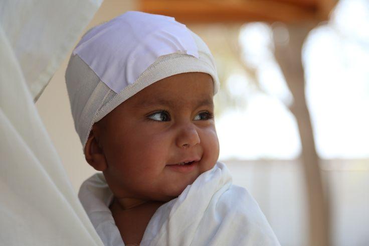 """#Afghanistan """"Oggi Shokoria verrà dimessa e tornerà finalmente a casa. Sta bene, sorride e speriamo che il futuro le riservi più serenità e tranquillità"""" ci aggiorna Giacomo, il nostro logista a Lashkar-gah. La bimba, ferita alla testa da una scheggia, era stata ricoverata due settimane fa nel nostro ospedale [leggi tutto su http://www.emergency.it/afghanistan/shokoria-guarita-marzo-2015.html?utm_source=pinterest&utm_medium=social&utm_content=20150305&utm_campaign=afghanistan ]"""