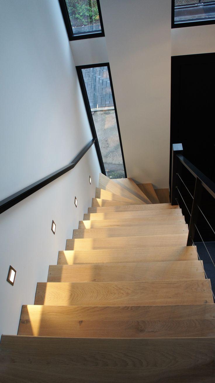 MoreFloors vloeren Breda - Europees eiken vloer machinaal geolied 22 cm breed white wash in nieuwbouw villa te Bavel massief houten maatwerk trap