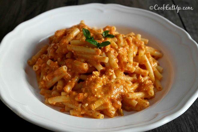 Ζυμαρικά με σάλτσα κόκκινης πιπεριάς και φέτας ⋆ Cook Eat Up!