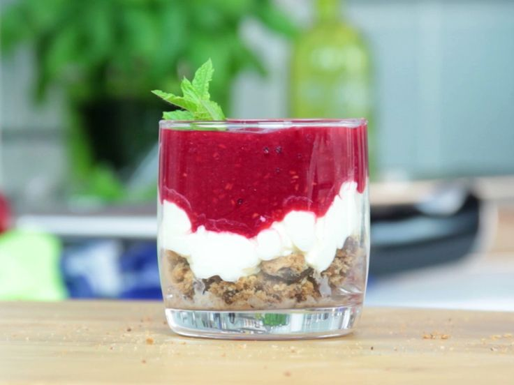 25 best ideas about schnelle desserts im glas on. Black Bedroom Furniture Sets. Home Design Ideas