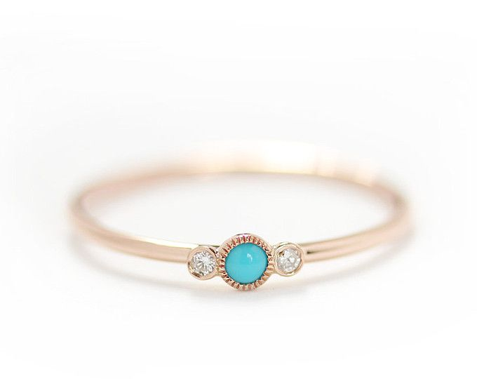 Anillo turquesa con anillo de compromiso diamante, tres piedra delicada Milgrain apilamiento anillo 14k de oro 3Stone turquesa compromiso en bisel engastado