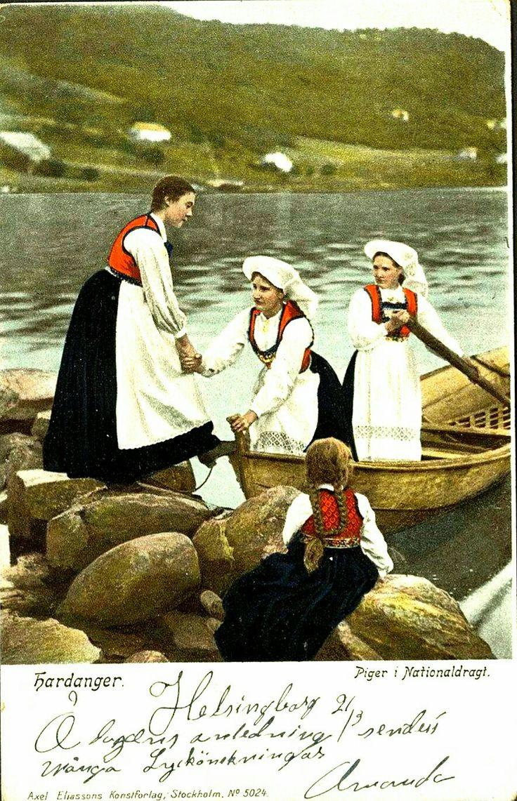 Hardanger piger i nationaldrakter brukt 1909 Utg Axel Eliassons Förlag