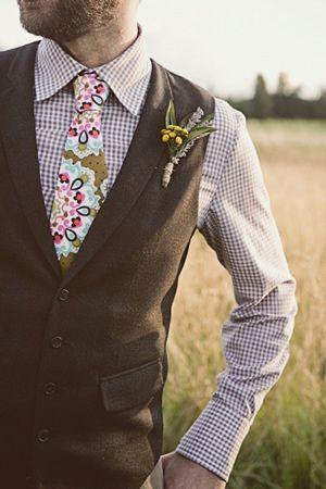 遊び心ある新郎に♬カジュアルなチェックのシャツに花柄のネクタイを合わせて♬結婚式の参考に❤︎
