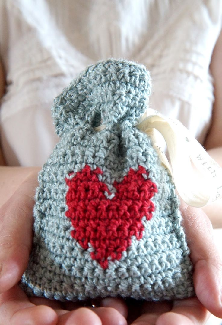 Little Doolally: Cute little Valentines Day Gift Bag, free pattern