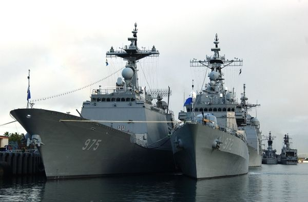 The Republic of Korea's KDX-I destroyer Eulji Mundeok (DDH-972) and KDX-II destroyer Chungmugong Yi Sun-sin (DDG 975) moored at Naval Station Pearl Harbor in Hawaii, US. Image courtesy of Photographer's Mate Class Richard J Brunson. - Image - Naval Technology