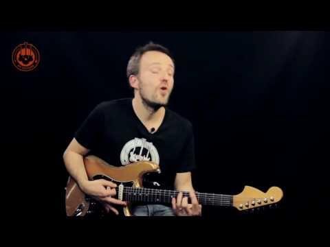 Comment jouer un super solo de blues avec une seule phrase ? - YouTube