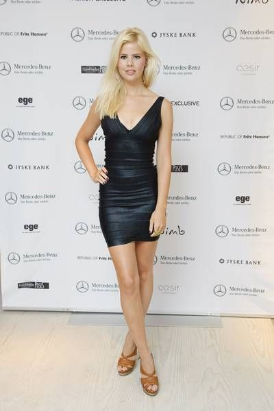 Også danske kendte var begejstrede for kjolerne, han var ophavsmand til. Her ses Julie Zangenberg i en Hervé Leger-kjole i 2011. Foto: All Over
