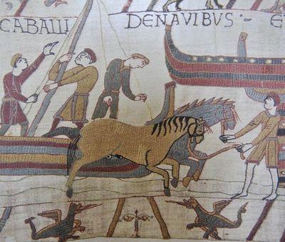 La Tapisserie de Bayeux: la conquête du trône d'Angleterre par Guillaume le Conquérant. Les chevaux débarquant sur le sol anglais.