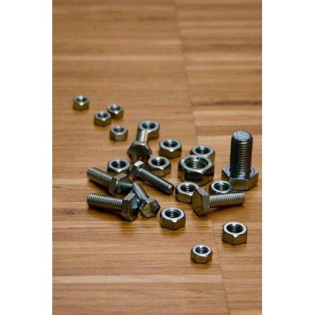 Parkiet przemysłowy dąb o wymiarach 10x8x160 mm to naturalny materiał na podłogę w bardzo atrakcyjnej cenie.