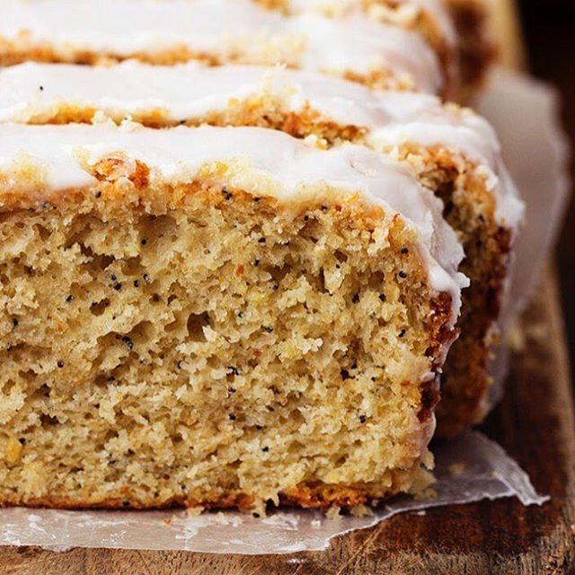WEBSTA @ nutricionblog - Muy buen lunes a todos! Espero que hayan te dio un gran arranque de semana y puedan estar relajados en este momento en sus casas😏. Les dejo esta increíble receta para el desayuno de mañana ❤️BUDÍN DE AMAPOLAS Y YOGURT❤️ LICUA ✍🏻 1 1/2 taza de avena tradicional @quaker_arg ✍🏻 2 cdita a de polvo para hornear ✍🏻 1 pizca de sal ✍🏻 3/4 de taza de azúcar Mascabo ✍🏻 1/2 taza de yogurt ser firme ✍🏻 1/4 taza de leche descremada o vegetal ✍🏻 1 cdit de extracto de…