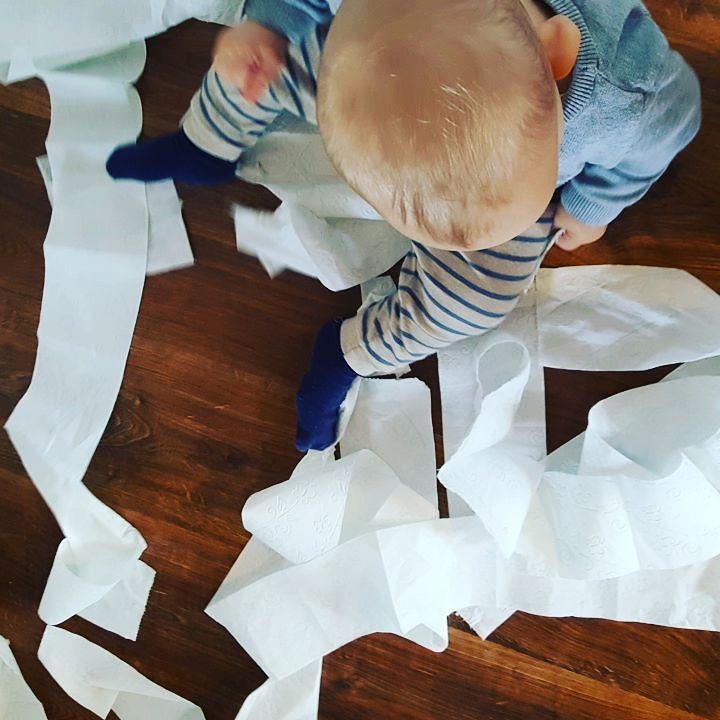 To była rolka papieru toaletowego... #urwis #kakaludek #polskiedziecko #dziecko #babyboy